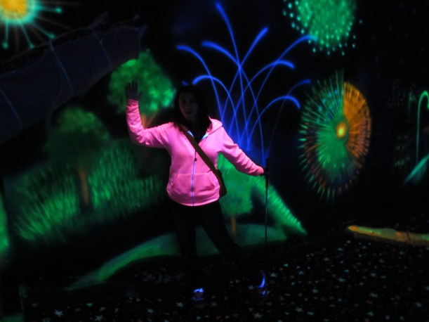 Hole 7 - Rhythm & Booms. The Pink Putter wore just the right shirt for this black light surprise!