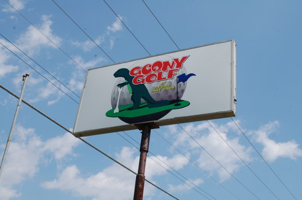 Goony Golf sign now
