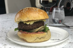 Tandoori soslu cheeseburger