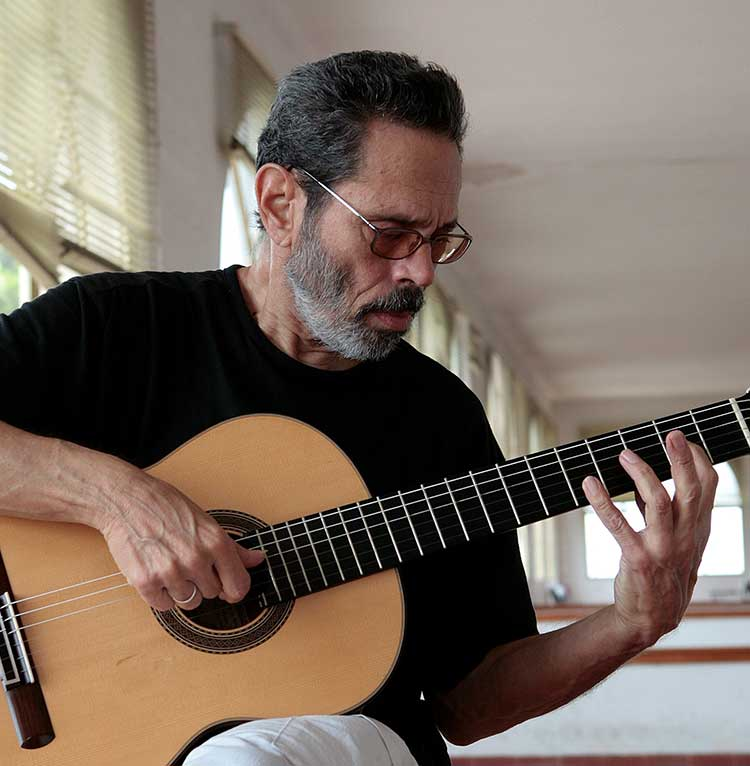 Leo Brouwer playing guitar