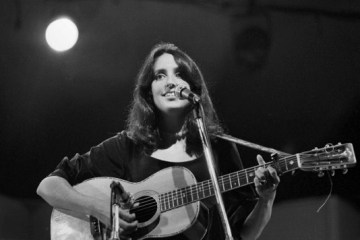 joan baez playing acoustic guitar