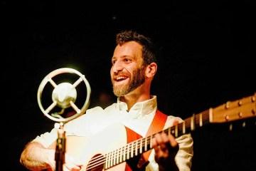 Guitarist Alan Barnosky flatpicking
