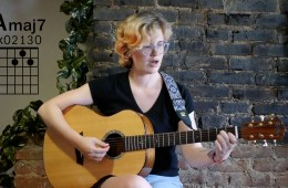 kate koenig guitarist, with a major 7 chord diagram