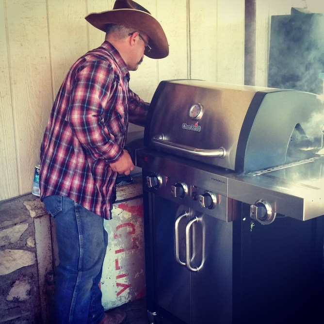 Cleaning the Char-Broil grill