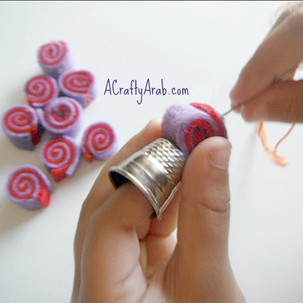 acraftyarab-coin-felt-necklace10