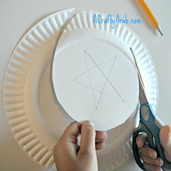 Cut out the star shape. : paper plate moon - pezcame.com