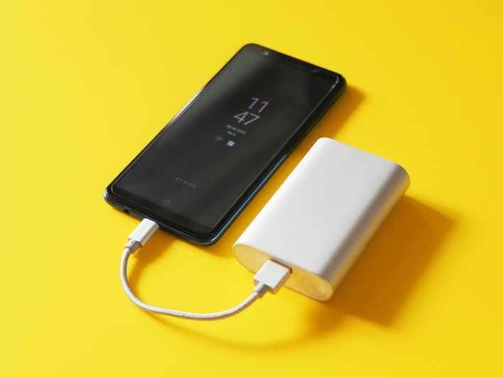 Зарядка телефона через Power Bank