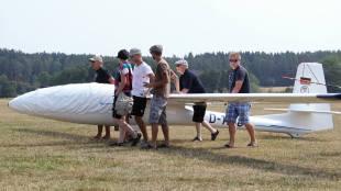 Wer sein Flugzeug liebt, der schiebt - Copyright: Ruda Jung