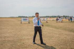 Siegerehrung auf tschechisch: Krawatte, Buntfaltenhose, Badeschlappen - Copyright: Ruda Jung