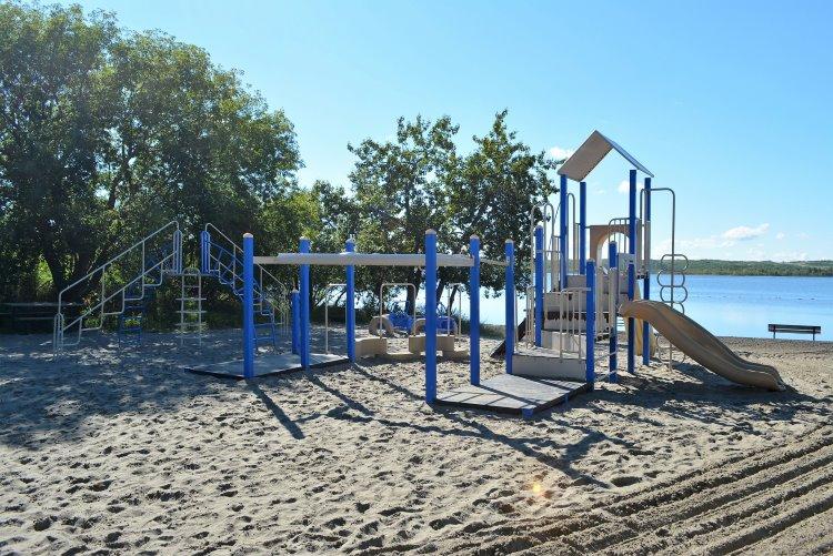 playground-at-dilberry-lake-pp-beach