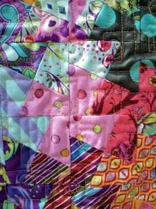 Acropatch-Panneau-mural-twisting pinwheels-Motif-Quilting-PICASSO CARRES-fil-uni-jaune orangé-détails