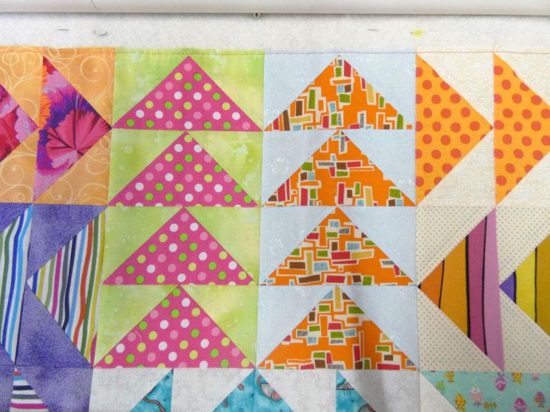 Acropatch-Panneau-mural-Vol_d'oies-Motif-Quilting-FLAMME-fil-uni-orange-blocs avant le quiltage