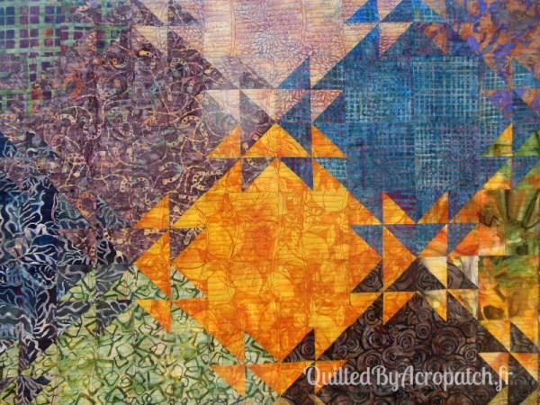 Acropatch-Panneau-mural-Shimmer quilt-Couleurs d'automne-Motif-Quilting-Montagnes russes-fil-uni-orange foncé-détails du quiltage