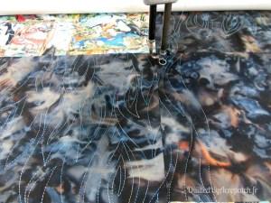 Acropatch-motif-quilting-ECORCE-plaid-fil-multicolore-en cours de quiltage