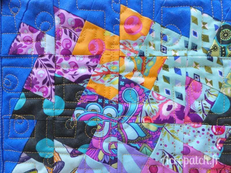 Acropatch-motif-quilting-PICASSO CARRE-panneau-mural-mini-twist-fil-uni-jaune-détails