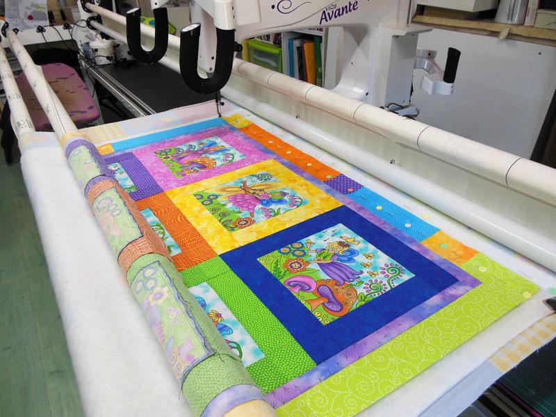 Acropatch-Couverture-bébé-Motif-Quilting-Daisy-fil-dégradé-jaune-bâti sur la machine