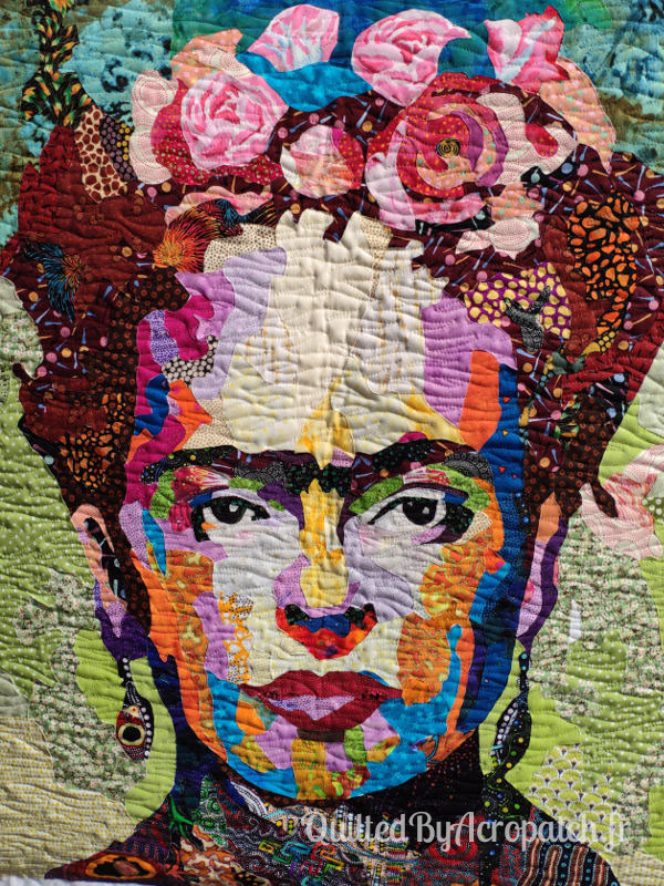 Tableau-Textile-Portrait-Frida-Kalho-Motif-Quilting-Vague-fil-transparent-détails