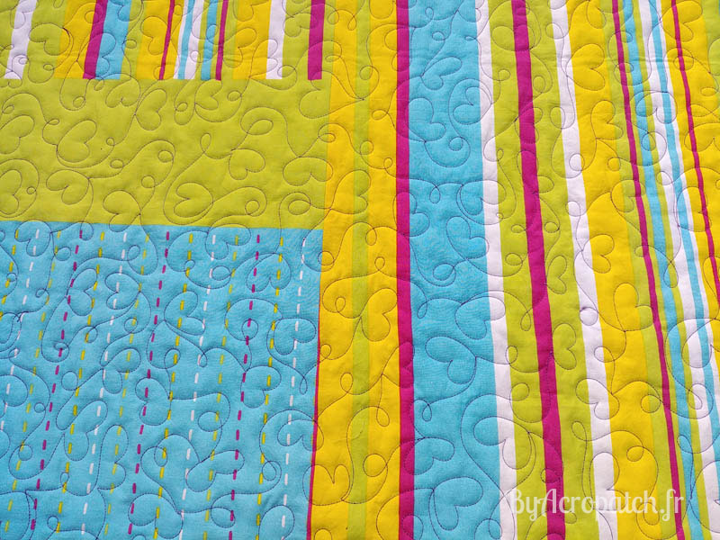 Acropatch-Baby-Quilt-Box1-Motif-Quilting-I-love-you-fil-uni-parme-91x113cm-envers