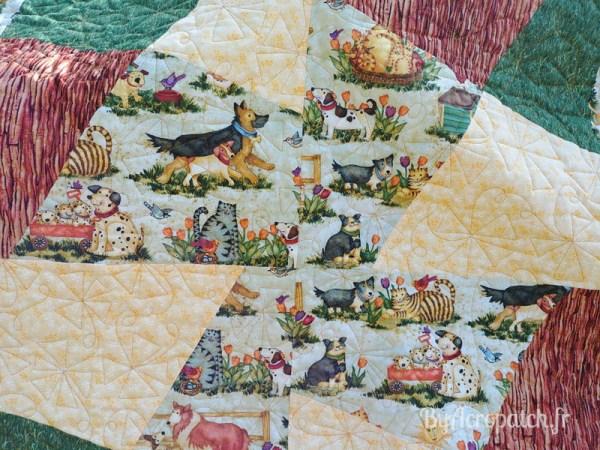 Acropatch-Baby Quilt-Box2-Motif-Quilting-Moulin-fil-uni-doré-92x102cm-Détails