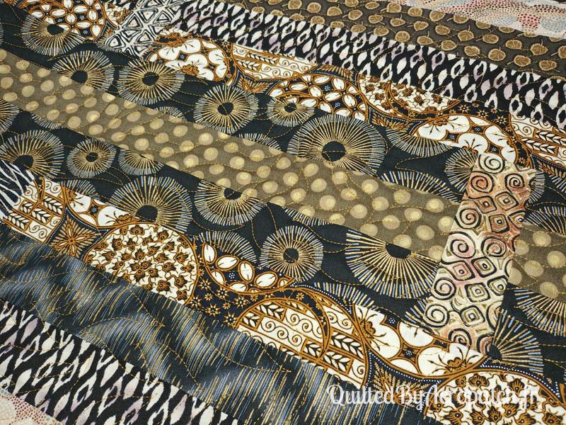 Centre-de-table-Motif-Quilting-Flamme-Tissu-aborigène-Fil-uni-doré-114x61cm-En cours de quiltage