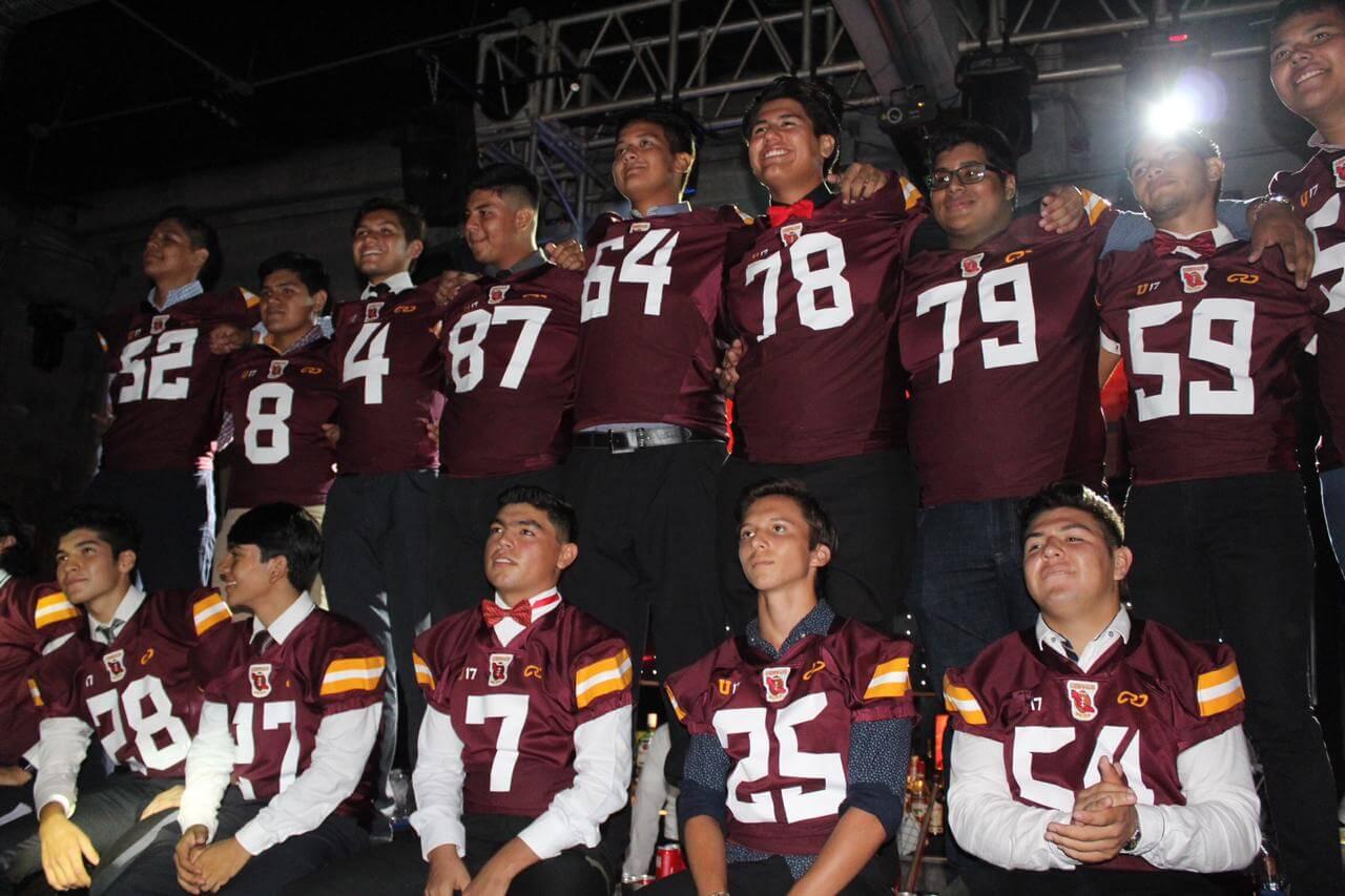 La selección de fútbol americano de Veracruz entra en acción esta semana dentro del Campeonato Nacional para Menores de 17 años, que se celebrará en la Ciudad de México, el equipo buscará destacar en este certamen.
