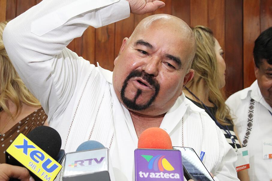 El diputado local, Eric Aguilar López exigió al secretario de Salud, Roberto Ramos Alor atender el brote de dengue persistente en el municipio de Alto Lucero.