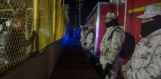 El titular de la Secretaría de la Defensa Nacional (Sedena), Luis Cresencio Sandoval aseguró que ya se cuenta con 20 mil elementos para contener el paso de migrantes en las fronteras de México.