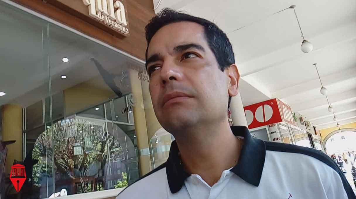 El regidor de Xalapa, Juan Gabriel Fernández Garibay, negó que exista conflicto de intereses o tráfico de influencias en los casos de funcionarios públicos que trabajan en la administración estatal y municipal.