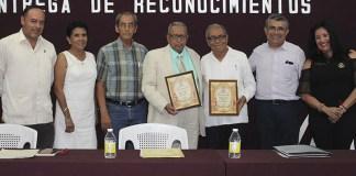El Gobierno Municipal a través de la Jefatura de Cultura, reconoció a los Mtros. Federico Valentín Andrade Flores y Gilberto Peralta Baltazar por ser ciudadanos distinguidos en el rubro de la literatura en Coatzacoalcos.