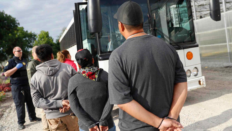Luego de que cruzaran por un área cercana a la comunidad de Hidalgo, Texas, elementos de la Patrulla Fronteriza detuvieron un grupo de 168 inmigrantes indocumentados.