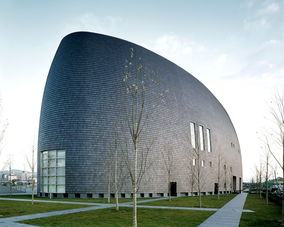 El premio Pritzker es el más importante y prestigioso en el campo de la arquitectura y se lo ha ganado el japonés Arata Isozaki, quien estudió en la Universidad de Tokio.