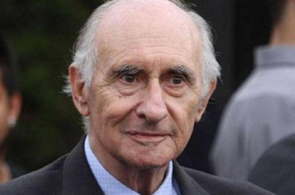 El ex presidente de Argentina, Fernando de la Rúa murió este martes a los 81 años de edad, en la clínica Alexander Fleming, donde fue internado el lunes pasado por complicaciones cardíacas y renales.