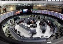 En el primer día de la semana, la Bolsa Mexicana de Valores (BMV) abre la jornada con una ganancia de 0.25 por ciento, es decir, 108.41 puntos más respecto al cierre del viernes, con lo que su principal indicador, el S&P/BMV IPC se ubica en 42 mil 752.52 unidades.