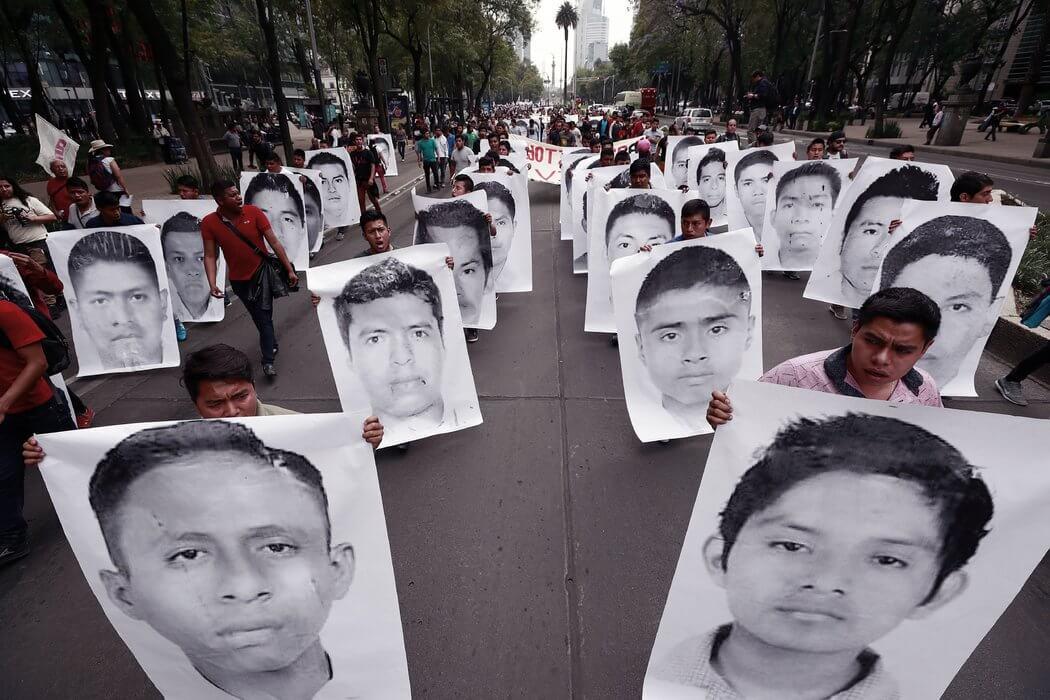 La Comisión Nacional de Derechos Humanos (CNDH) ha presentado denuncias penales contra 235 funcionarios federales y estatales de México por violaciones graves a los derechos humanos en el llamado caso Ayotzinapa.