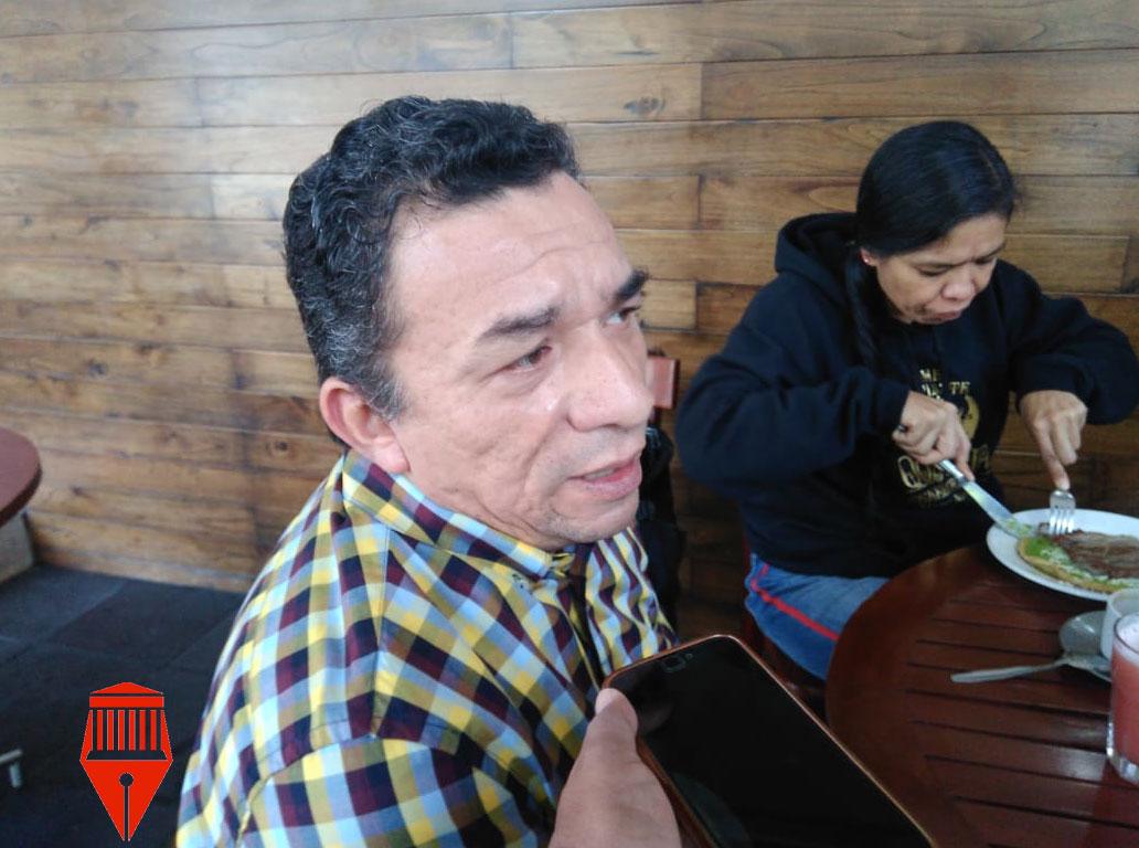 El dirigente estatal del Partido de la Revolución Democrática (PRD), Jesús Alberto Velázquez Flores criticó que el gobernador Cuitláhuac García Jiménez no ha recibido a los 40 alcaldes perredistas que han solicitado una reunión con él.