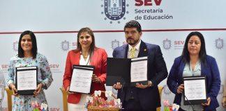 La Secretaría de Educación de Veracruz (SEV) firmó un convenio con la Fundación de la Asociación Dental Mexicana en el marco de un programa piloto de técnica y cepillado diario para prevenir las caries en alumnos de nivel básico, que iniciará el próximo ciclo escolar en primarias de la región de Cosoleacaque y, posteriormente, se extenderá a todo el estado.