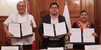 Al dar seguimiento a lo instruido por el gobernador Cuitláhuac García Jiménez de atender el analfabetismo en los municipios indígenas prioritarios, el Instituto Veracruzano de Asuntos Indígenas (IVAIS) y el Instituto Veracruzano de Educación para los Adultos (IVEA) firmaron un convenio de colaboración en materia educativa.