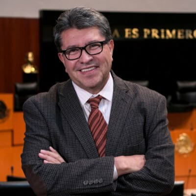 En conferencia, el senador Ricardo Monreal, presidente de la Junta de Coordinación Política, dijo que como Senado de la república se debe fijar una postura seria, donde México mantenga su política de asilo y de refugio como marca la tradición de política exterior y la Constitución.