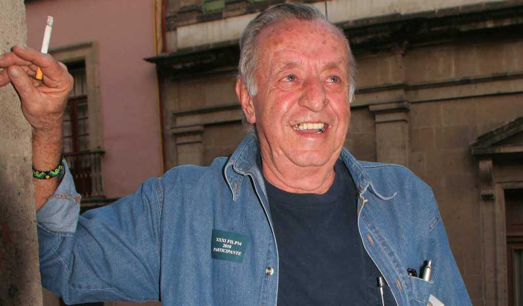 La madrugada de este viernes, el caricaturista, escritor y activista del vegetarianismo y defensa del ambiente, Eduardo del Río, mejor conocido como Rius, falleció a la edad de 83 años en su casa en Tepoztlán.