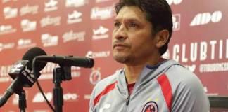 Enrique Meza, estratega de los Tiburones Rojos presentó su renuncia al cargo, tras la goliza que les propinó en casa, el Querétaro por 5-0 este martes por la noche en duelo de la fecha 7 de la Liga MX.