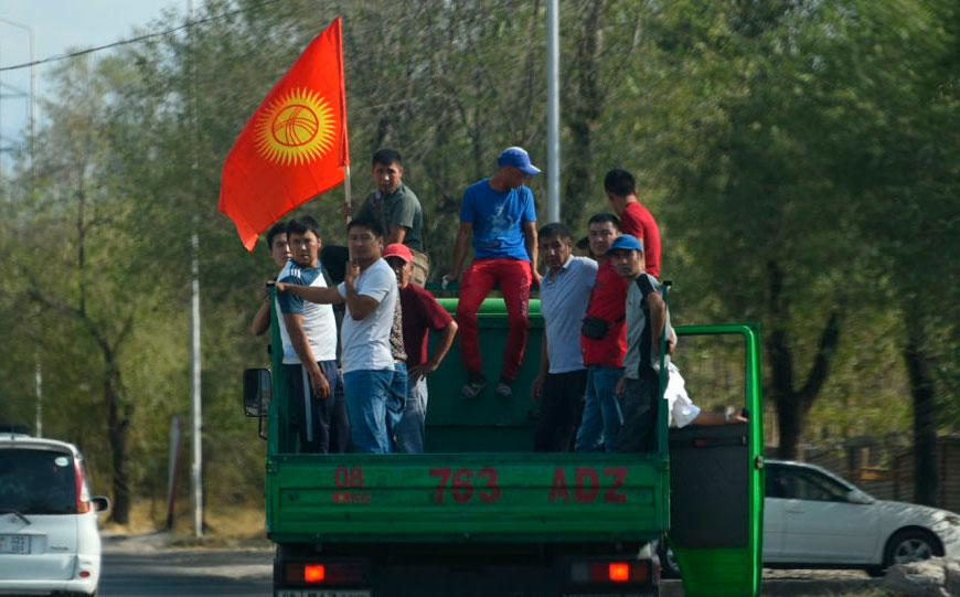 Decenas de personas fueron detenidas en Biskek durante unos disturbios nocturnos que sucedieron a la detención del expresidente kirguís Almazbek Atambáyev.