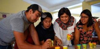 Integrantes de la asociación civil 'Hábitat para la Humanidad México' les informó a los habitantes de la congregación Chiltoyac sobre el modelo de financiamiento aprobado por el Cabildo de Xalapa el pasado jueves, para dotar de casas a 176 familias del municipio.