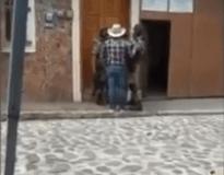 A través de redes sociales, circula un video donde, tres elementos de la Guardia Nacional se encuentran en aparente estado de ebriedad en el municipio de Xico.