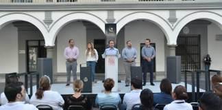 Este martes, el Presidente Municipal de Veracruz, Fernando Yunes Márquez acudió al inicio de la instalación del nuevo mobiliario urbano en el Centro Histórico de la ciudad.