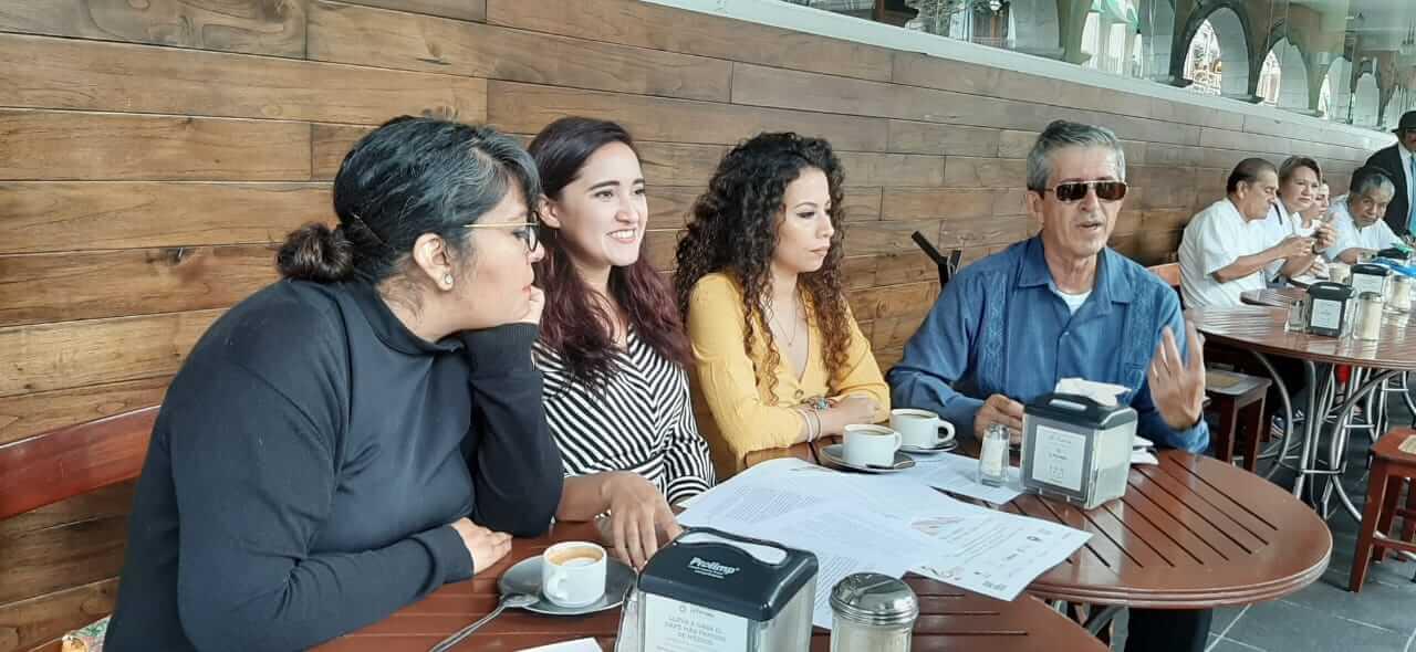Este lunes, miembros de la compañía de Ópera de Xalapa, invitaron a los ciudadanos a