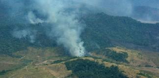 El presidente brasileño, Jair Bolsonaro dijo que quiere hablar de los incendios en la selva tropical de la Amazonía que han captado la atención del mundo en la próxima Asamblea General de la ONU en septiembre, mientras el tema parece minar el apoyo del mandatario en su país.