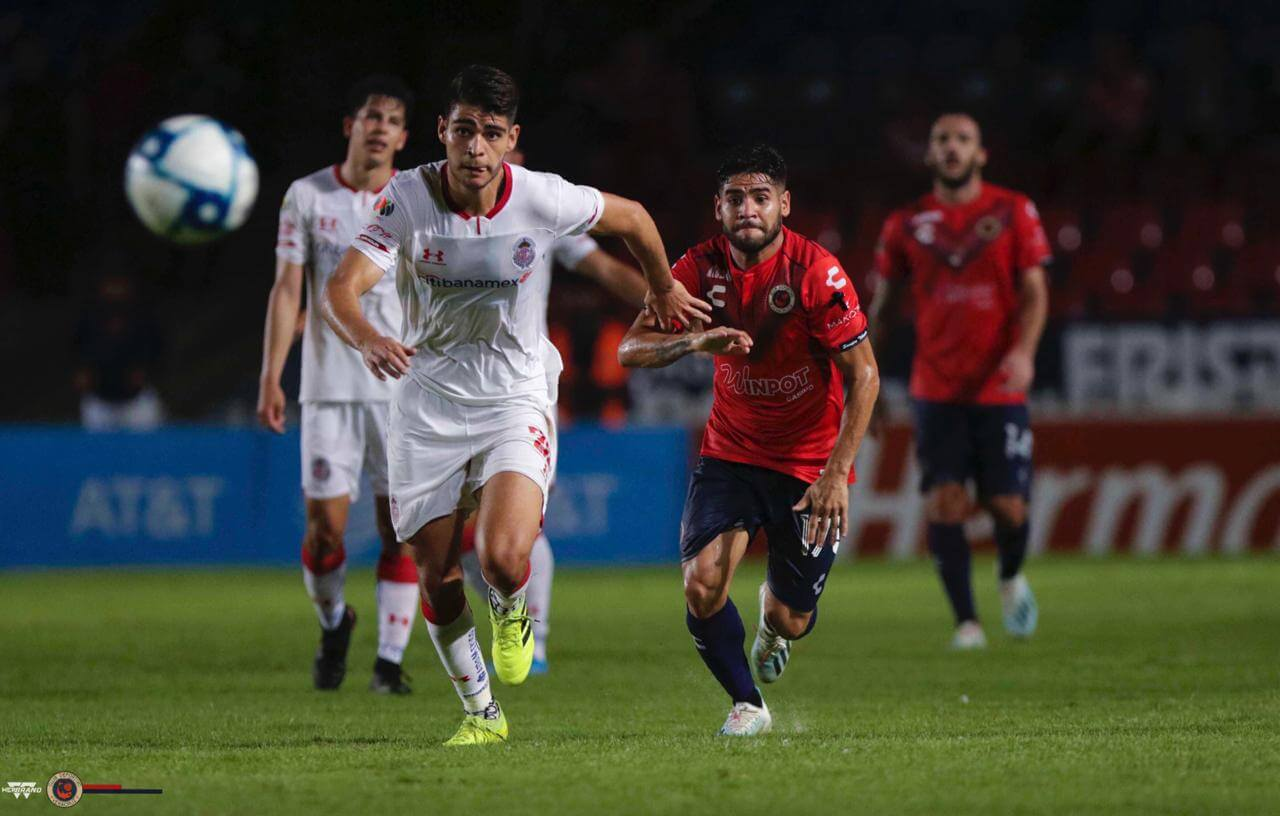 Los jugadores escualos estuvieron a dos minutos de cortar la mala racha, ahora suman 38 partidos sin ganar de manera consecutiva; aunque han mejorado futbolisticamente, la tristeza por no consumar el triunfo fue notoria en el plantel, expresó el futbolista argentino Daniel Villalva.