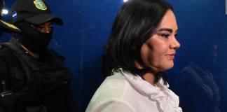 Rosa Elena Bonilla, esposa del ex presidente hondureño Porfirio Lobo (2010-2014), fue condenada este día a 58 años de prisión, tras ser declarada culpable de los delitos de apropiación ilícita y fraude, informaron fuentes judiciales.