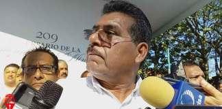 El secretario general de la sección 56 del Sindicato Nacional de Trabajadores de la Educación (SNTE), Mario Hernández Sánchez dijo que están a favor de que en leyes secundarias de la reforma educativa se establezca que los egresados de escuelas normales no presenten examen para lograr una plaza.