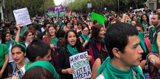 El partido Movimiento de Regeneración Nacional (Morena) presentará una iniciativa de reforma al Código Penal Federal y la Ley General de Salud, para despenalizar la interrupción del embarazo antes de las 12 semanas de gestación, en todo el país.
